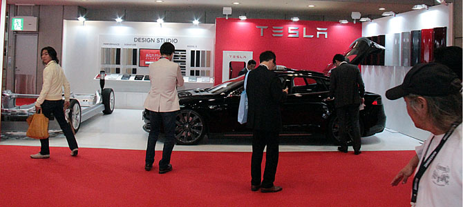 Tesla booth - Picture courtesy Bertel Schmitt