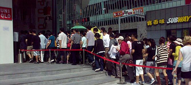 Mobbing Uniqlo Shanghai