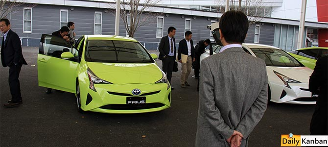 Its design is an acquired taste - the 4th gen Prius in Fuji